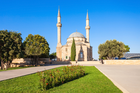 azeri: The Mosque of the Martyrs or Turkish Mosque is a mosque in Baku, Azerbaijan, near the Martyrs Lane Alley. Stock Photo