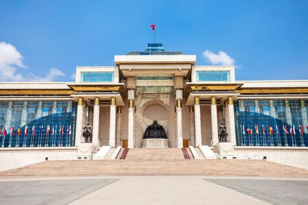 The Government Palace is located on the north side of Chinggis Square or Sukhbaatar Square in Ulaanbaatar, the capital city of Mongolia Banque d'images