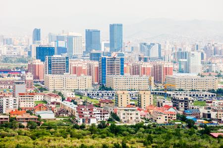 Ulaanbaatar ook Ulan Bator luchtfoto panoramisch uitzicht vanaf Zaisan Memorial. Ulaanbaatar is een hoofdstad van Mongolië met meer dan 1,3 miljoen inwoners.