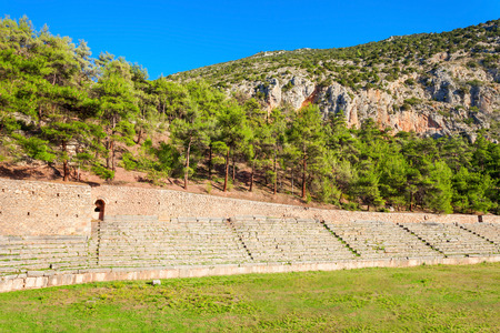 delfi: The Stadium of Delphi lies on the highest spot of the Archaeological Site of Delphi. Delphi was an important ancient Greek religious sanctuary sacred to the god Apollo.