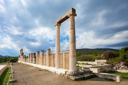 エピダウロス Abaton ギリシャの聖域で。エピダウロスは、アスクレピオスは医学の古代ギリシャの神に捧げ古代都市です。