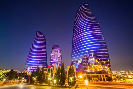 BACU, AZERBAIGIAN - 13 SETTEMBRE 2016: Baku Flame Towers è il grattacielo più alto a Bacu, Azerbaigian con un'altezza di 190 m. Gli edifici sono costituiti da appartamenti, un hotel e uffici.