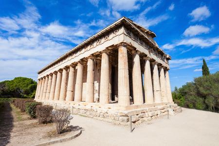 헤파이스토스 사원 또는 Hephaisteion 또한 Hephesteum 잘 보존 된 도리안 그리스 사원, 아테네, 그리스의 아고라의 북쪽 측면에 있습니다. 스톡 콘텐츠