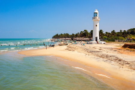 Talaimannar 등대. Talaimannar는 Mannar 섬의 북서부 해안에 위치하고 있으며 Dhanushkodi 인도 마을에서 약 18 마일 떨어져 있습니다.