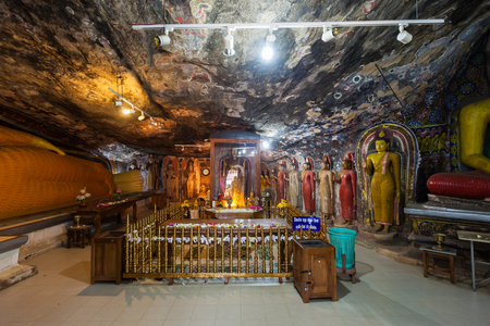 unesco: RIDIGAMA, SRI LANKA - FEBRUARY 18, 2017: Statues of Gautama Buddha at Maha Viharaya, Ridi Viharaya or Silver Temple, Theravada Buddhist temple in Sri Lanka