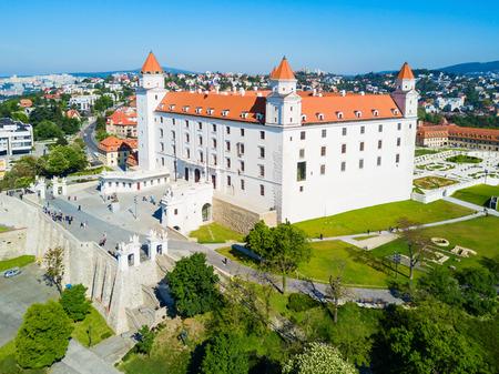 ブラチスラヴァ城、Bratislavsky 城空中パノラマ ビュー。ブラチスラヴァ城はスロバキアの首都ブラチスラヴァの主な城です。