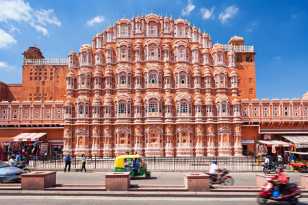 JAIPUR, INDIA - OCTOBER 09: Hawa Mahal palace - Palace of the Winds on October 09, 2013, Jaipur, India. Redactioneel