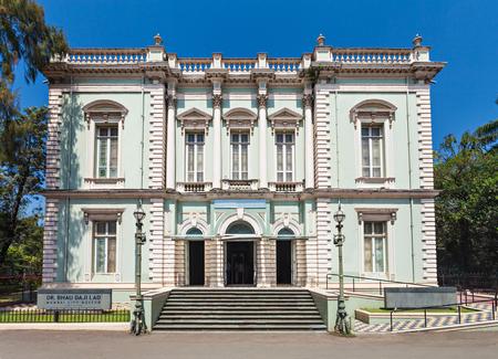Le musée municipal Dr. Bhau Daji Lad de Mumbai (anciennement Victoria and Albert Museum) est le plus ancien musée de Mumbai, en Inde. Éditoriale