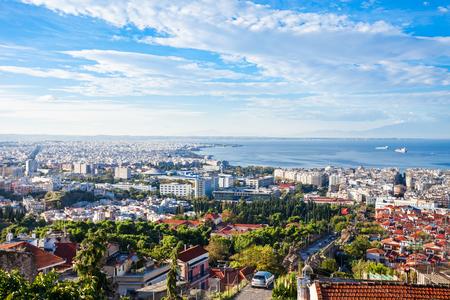 テッサロニキ空中パノラマ ビュー。テサロニキはギリシャ、ギリシャ領マケドニアの首都の二番目に大きい都市です。
