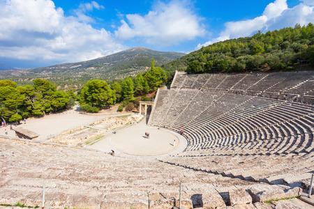 에피 다우 로스 고 대 극장 (Epidaurus Ancient Theatre)은 그리스 도시 에피 다우 루스 (Epidaurus)의 극장으로 Lygourio 근처의 Cynortion Mountain에 건축되어 Epidaurus Mun 스톡 콘텐츠