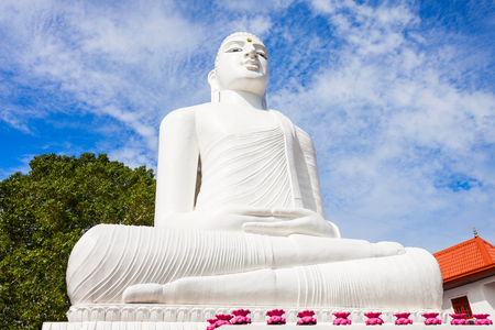 Bahirawa Kanda or Bahirawakanda Vihara Buddha Statue in Kandy, Sri Lanka. Bahirawakanda is a giant samadhi buddha statue on the top of the mountain in Kandy. Фото со стока - 87732625