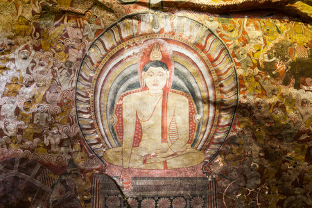 pintura rupestre: DAMBULLA, SRI LANKA - FEBRUARY 17, 2017: Mural paintings frescoes inside Dambulla Cave Temple. Editorial