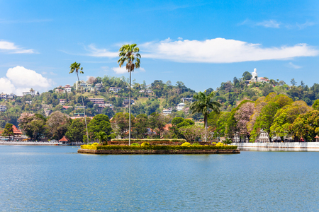 Island with palms on the Kandy Lake in Kandy city, Sri Lanka Imagens