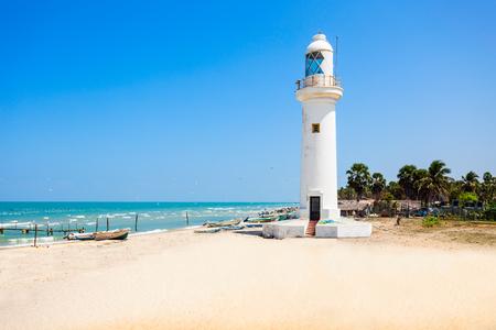 Faro di Talaimannar, Sri Lanka. Talaimannar si trova sulla costa nord-occidentale dell'isola di Mannar ea circa 18 miglia dalla città indiana di Dhanushkodi.