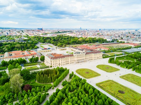 Schonbrunn Palace aerial panoramic view. Schloss Schoenbrunn is an imperial summer residence in Vienna, Austria. Schonbrunn Palace is a major tourist attraction in Vienna, Austria. Imagens