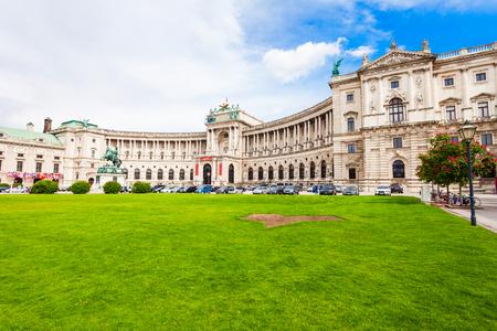 De Hofburg is het keizerlijk paleis op het Heldenplatz in het centrum van Wenen, Oostenrijk Stockfoto