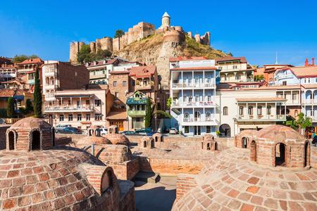 Abanotubani est l'ancien quartier de Tbilissi, en Géorgie, connu pour ses bains d'acide sulfurique. Abanotubani est situé sur la rive de la rivière Mtkvari (Kura). Banque d'images - 92735455
