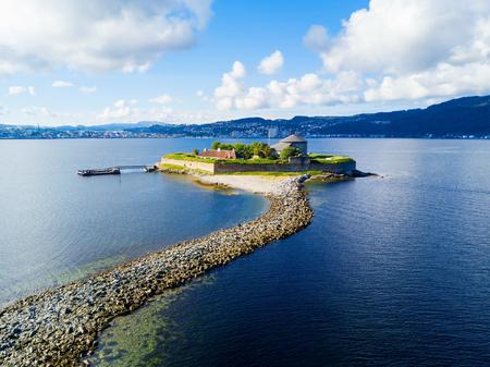 Munkholmen은 노르웨이 트론 드 하임의 북쪽 섬입니다. 섬은 처형 장소, 수도원, 요새, 감옥으로 사용되었습니다. 스톡 콘텐츠