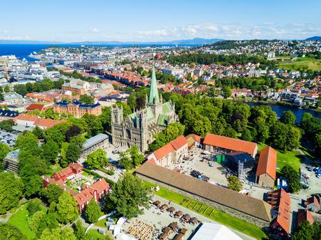 Cathédrale Nidaros ou Nidarosdomen ou Nidaros Domkirke est une cathédrale de l'église de la Norvège située dans la ville de Trondheim, Norvège Banque d'images - 92626687
