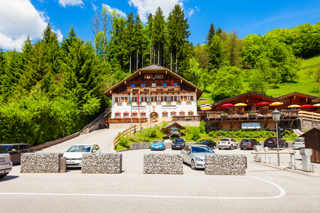 ST WOLFGANG, AUSTRIA - MAY 17, 2017: Puppenmuseum (Dorf-Alm) is museum of puppets and dolls in St. Wolfgang im Salzkammergut, Austria Standard-Bild - 92971551