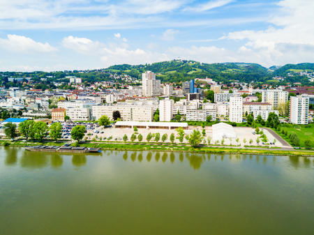 Linz city centre and Danube river aerial panoramic view in Austria. Linz is the third largest city of Austria. 免版税图像