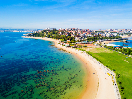 Santander city beach aerial panoramic view. Santander is the capital of the Cantabria region in Spain 免版税图像