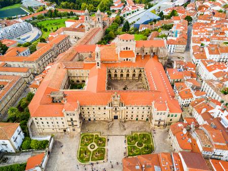 El Monasterio de San Martino Pinario (Mosteiro de San Martín Pinario) vista panorámica aérea en la ciudad de Santiago de Compostela en Galicia, España Foto de archivo