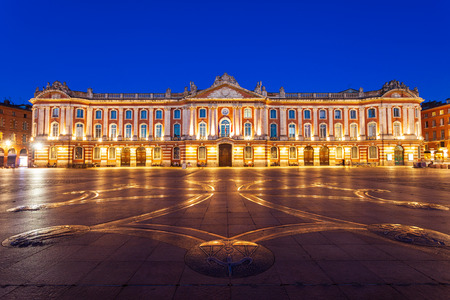 The Capitole or City Hall is the municipal administration of the Toulouse city in France Foto de archivo - 119297328
