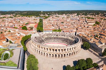 Vue panoramique aérienne des Arènes de Nîmes. Nîmes est une ville de la région Occitanie du sud de la France Banque d'images