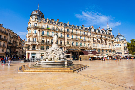 MONTPELLIER, Francia - 21 settembre 2018: Fontana delle Tre Grazie a Place de la Comedie, piazza principale della città di Montpellier nel sud della Francia