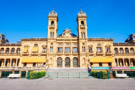 Rathaus von San Sebastian oder Hauptbibliothek im Stadtzentrum von San Sebastian Donostia, Baskenland im Norden Spaniens Editorial