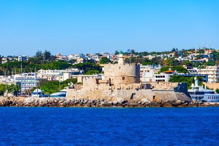 Saint Nicholas Fort bewacht den Hafen von Mandraki in Rhodos-Stadt, der Hauptstadt der Insel Rhodos in Griechenland Standard-Bild