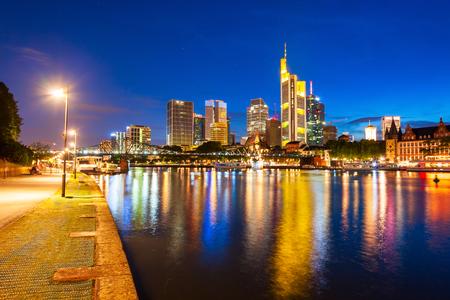 Panoramę miasta Frankfurt nad Menem w Niemczech