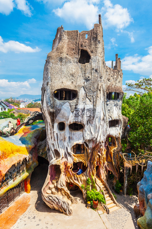 DALAT, VIETNAM - MARCH 13, 2018: Hang Nga guesthouse or Crazy House is an unconventional fairy tale building in Dalat in Vietnam 報道画像