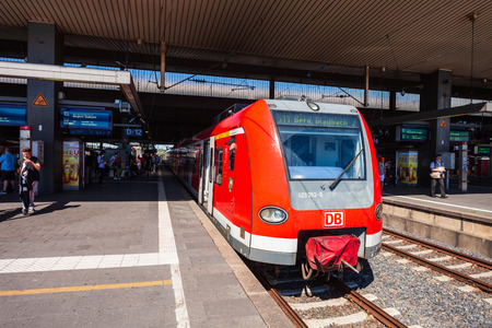 DUSSELDORF, GERMANY - JULY 02, 2018: Modern locomotive train at the Dusseldorf Central Railway Station in Dusseldorf city in Germany Publikacyjne