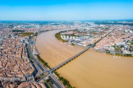 Vue panoramique aérienne de Bordeaux. Bordeaux est une ville portuaire sur la Garonne dans le sud-ouest de la France