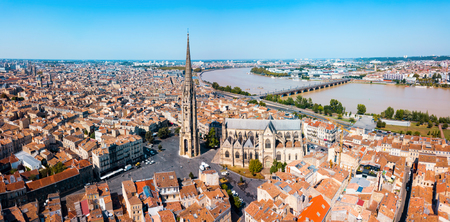 Bordeaux aerial panoramic view. Bordeaux is a port city on the Garonne river in Southwestern France Banque d'images