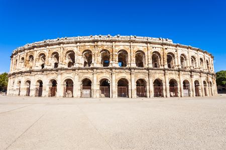 Vue extérieure des Arènes de Nîmes. Nîmes est une ville de la région Occitanie du sud de la France Éditoriale