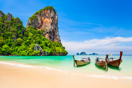 Boats at the beauty beach with limestone cliff and crystal clear water in Thailand 스톡 콘텐츠
