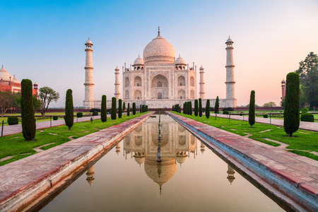 Taj Mahal is a white marble mausoleum on the bank of the Yamuna river in Agra city, Uttar Pradesh state, India 스톡 콘텐츠