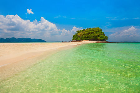 Beauty beach with yellow sand and crystal clear water in Thailand Standard-Bild - 121761717