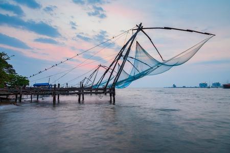 Chinesische Fischernetze oder Cheena Vala sind eine Art stationäres Hebenetz, das sich in Fort Kochi in Cochin, Indien, befindet