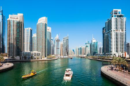 DUBAI, ÉMIRATS ARABES UNIS - 26 FÉVRIER 2019 : Dubaï Marina est une ville de canal artificiel et un quartier de Dubaï aux Émirats arabes unis