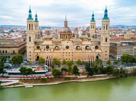 La basilique cathédrale de Notre-Dame du Pilier est une église catholique romaine de la ville de Saragosse en Aragon en Espagne