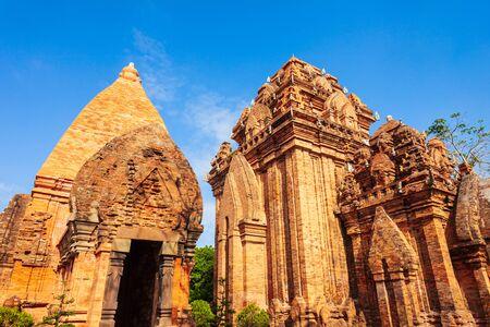 Ponagar oder Thap Ba Po Nagar ist ein Cham-Tempelturm in der Nähe der Stadt Nha Trang in Vietnam