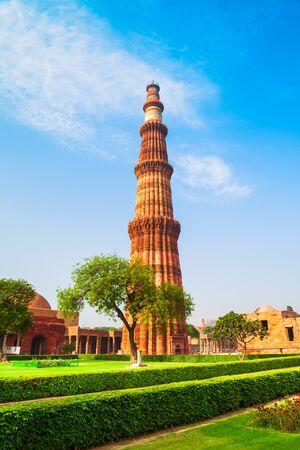 Qutb Minar or Qutub Minar or Qutab is a 73 metre minaret tower in Delhi, India Archivio Fotografico - 129469949