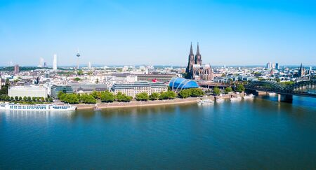 Cologne Cathedral and Hohenzollern Bridge through Rhine river aerial panoramic view in Cologne, Germany Zdjęcie Seryjne