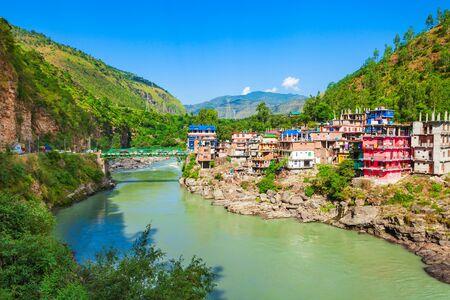 Sutlej river in Luhri village and Himalaya mountains, Himachal Pradesh state in India Zdjęcie Seryjne