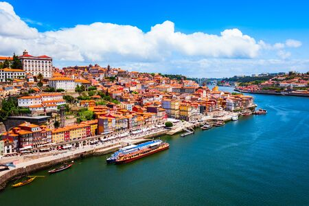 Douro river and local houses with orange roofs in Porto city aerial panoramic view. Porto is the second largest city in Portugal. Stockfoto