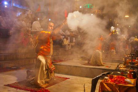 VARANASI, INDIA - APRIL 11, 2012: Ganga Aarti is a ceremony performed to honor the River Goddess Ganga at Dashaswamedh Ghat in Varanasi, India Redactioneel